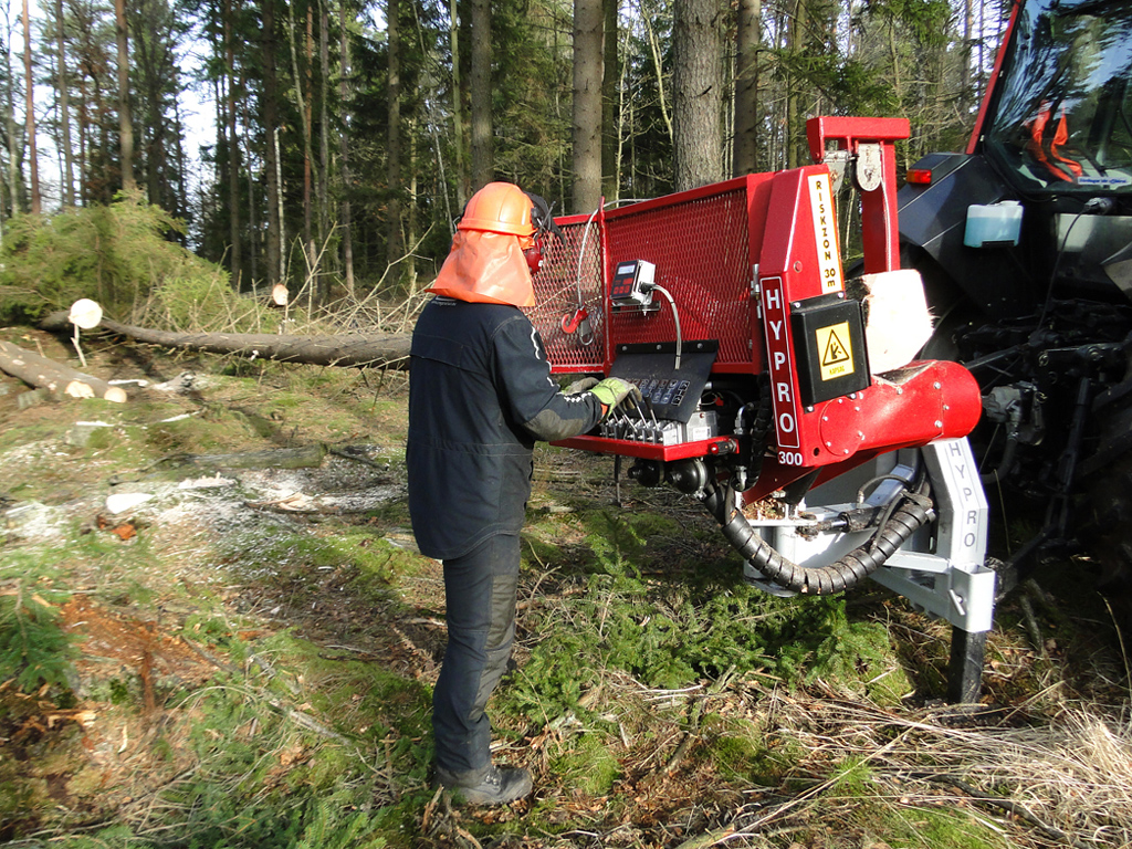 HYPRO 300 Traktoriprosessori/Hakkuuprosessori